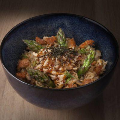 Arroz chaufa de pollo, setas y trigueros