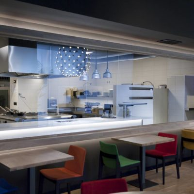 Ventana a cocina restaurante Mixtura