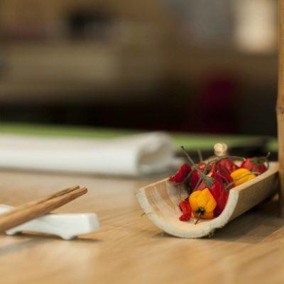Motivos decorativos hortalizas sobre bambú
