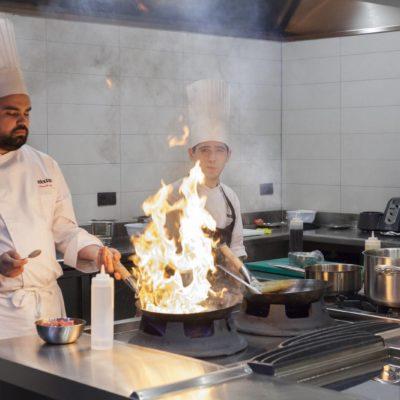Cocineros en fogones Mixtura