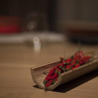 Decoración ají sobre bambú Restaurante Mixtura