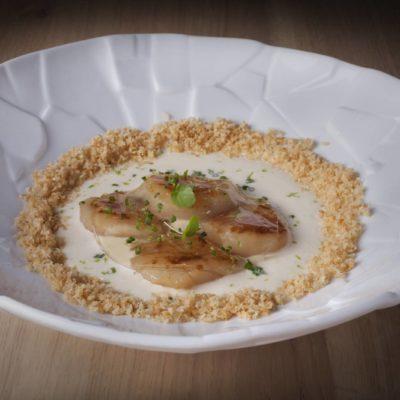 Vieiras a la parmesana en su version nikkei